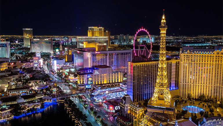 Las Vegas về đêm rực rỡ ánh sáng và sắc màu